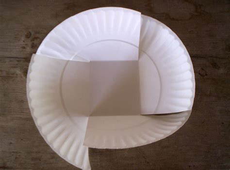 How To Make A Phlet Out Of Paper - paper plate easter basket step 2