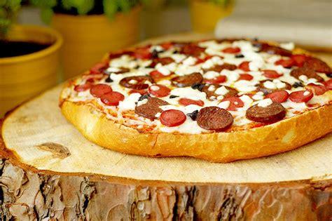 Yapimi Kucuk Ekmek Tarifi Pizza Pizza Pizza Pizza Diyet Pizza | ekmek pizza tarifi nasıl yapılır yemek com