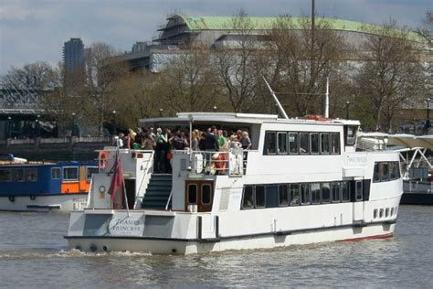 thames river cruise drinks christmas specials fox limousines