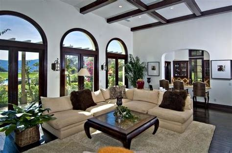 justin bieber living room let s get this khloe buys justin bieber s house to be near kourtney and