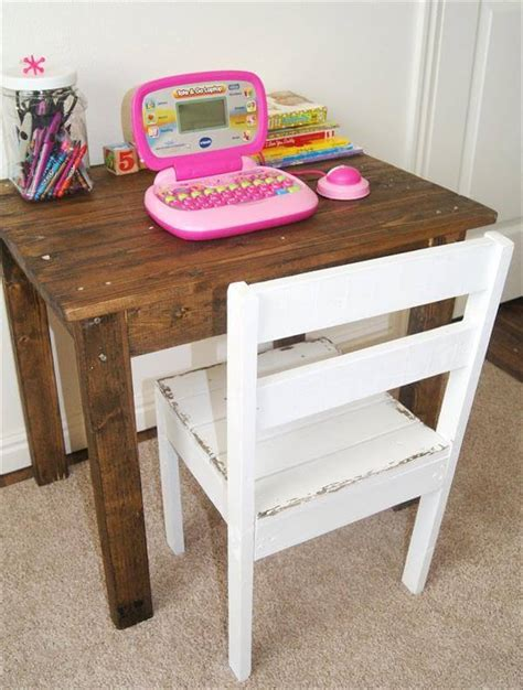 diy kids table and chairs diy kids pallet table and chair 99 pallets