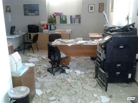 comune di monreale ufficio tributi crolla il soffitto dell ufficio tributi poteva essere una