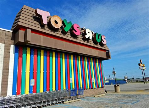 category killer toys r us boxed 10 closed abandoned toys r us stores urbanist