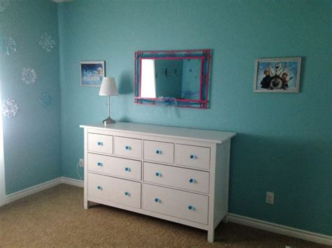 Frozen Dressers by 25 Best Ideas About Disney Frozen Bedroom On