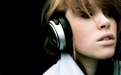 wallpaper girl with headphones download headphones girl wallpaper 1280x800 wallpoper