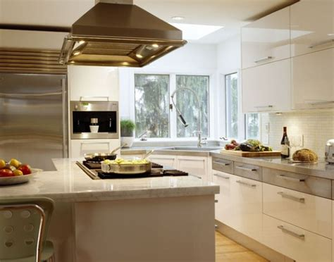 ergonomic contemporary kitchen in white with a stylish