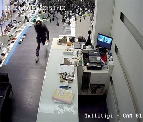 tipi di ladari tre furti in una sera colpi da tutti tipi benetton e in
