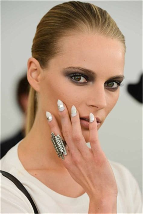 2014 spring and summer nail polish trends fashion trend nail trends from the spring 2014 fashion week runways