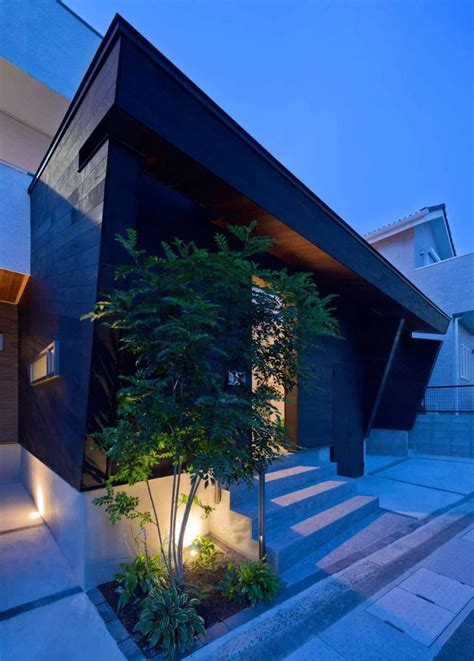 Amazing Modern Japanese Interior Design #7: Private-facade-of-the-House-of-Corridor-Japan.jpg