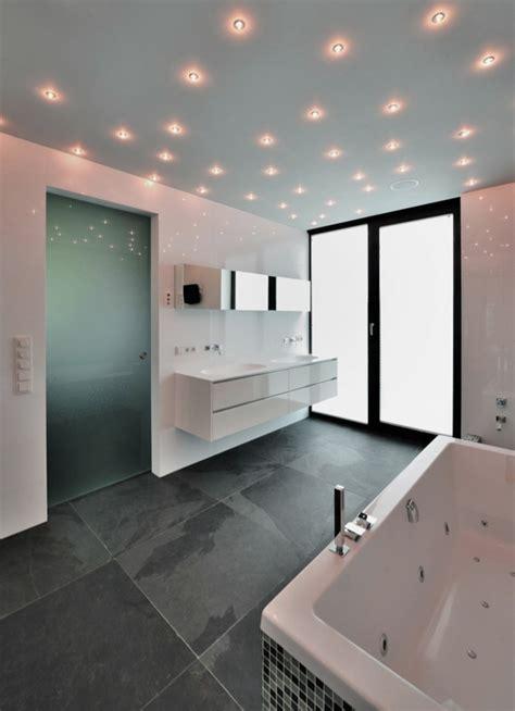 Den Ideas 1001 ideen f 252 r badbeleuchtung decke effektvolle und