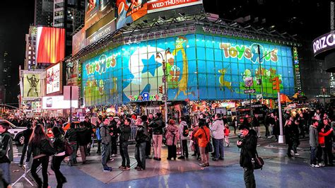 babies r us new york flagship toys r us store in times square is closing