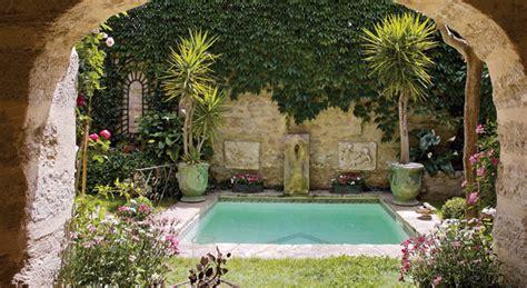un bassin dans le jardin comme c est beau mon