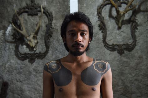 indonesian tribal tattoos tattooists revive tribal traditions by tapping