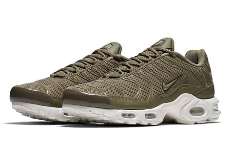 nike air max plus sneaker bar detroit
