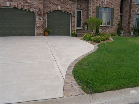 Paver Patio Edging Options Paver Sidewalk Ideas Concrete Pavers Ideas Concrete Driveway With Paver Edging Interior