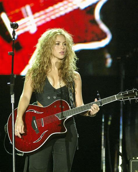 country music award wiki file shakira rio 03 jpg wikipedia
