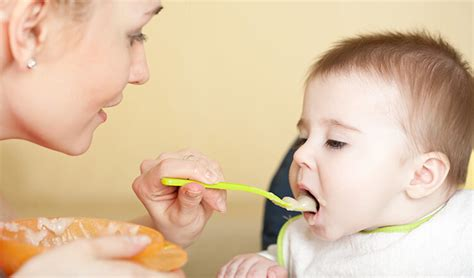 ab wann lächeln baby bewusst ern 228 hrung bei babys beikost das baby an beikost gew 246 hnen