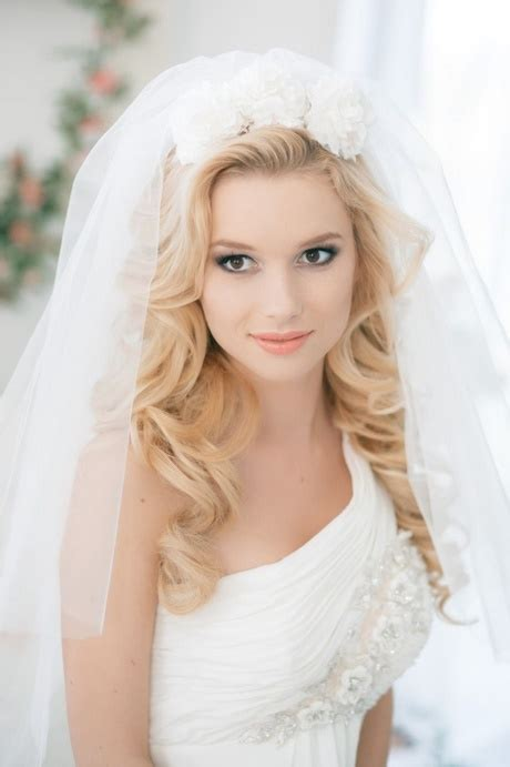 Brautfrisuren Halb Offen Locken by Hochzeitsfrisuren Locken Halb Offen Mit Schleier