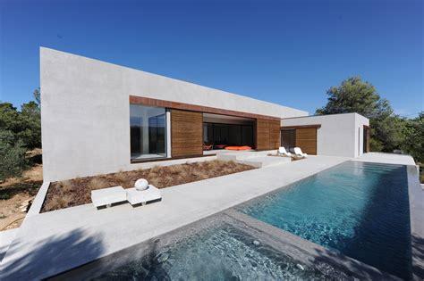 Modern Minimalist Houses by Maison Moderne Cotedazur