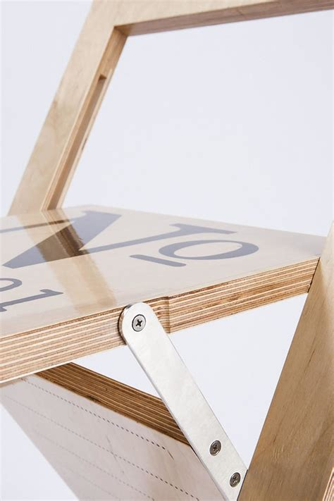 Kursi Yang Bisa Jadi Kasur kursi lipat ini bisa berubah jadi hiasan dinding yang