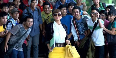 fenomena film hantu indonesia julia perez review kutukan arwah santet horor