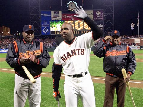bonds hits 500th homer