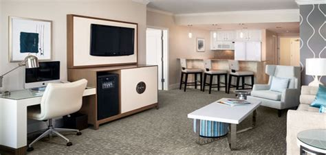 tresor one bedroom suite fontainebleau status miami tresor bayview one bedroom suite