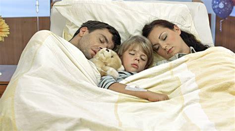 polygamist family sleeps in same bed atjaunoti gultu krājumi vecākiem bsf
