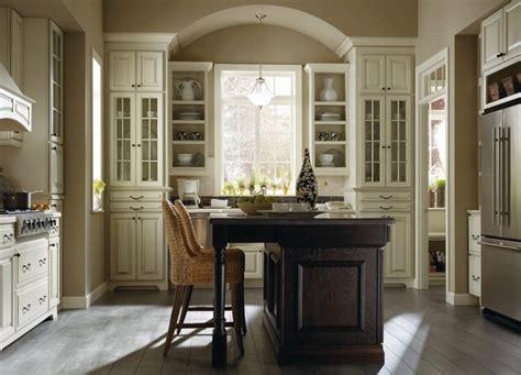 thomasville kitchen cabinet cream plaza maple amaretto creme oak chocolate kitchen by