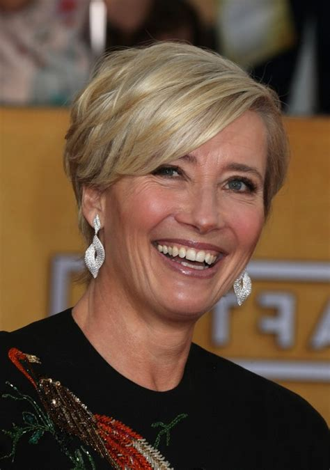 razor cut hairstyles for women over 50 emma thompson layered razor cut with bangs for women over