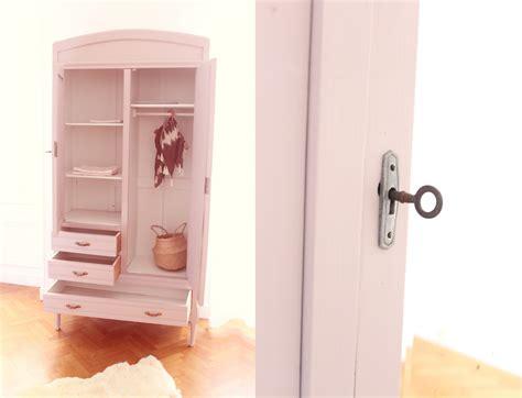 armoir pour enfant armoire enfant au miroir trendy