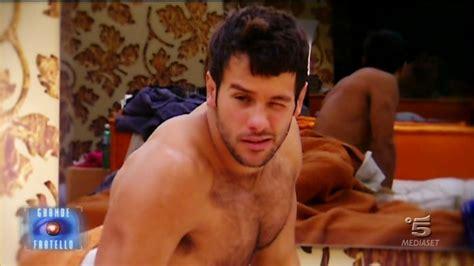 maschi nudi sotto la doccia grande fratello 12 tutte pazze per il rugbista rudolf