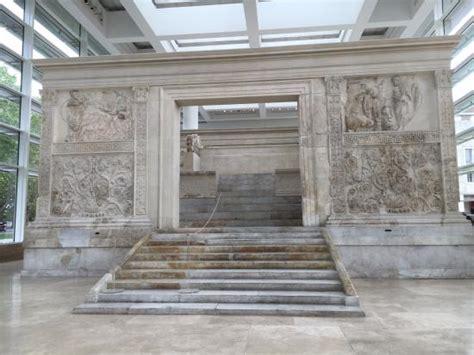 ara pacis interno l ara pacis ricostruita visitabile all interno museo