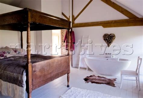 free standing bath in bedroom pe036 33 bedroom with four poster bed and free standi