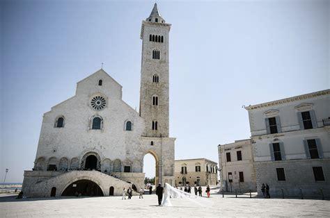 cattedrale di trani interno matrimonio in puglia cattedrale di trani