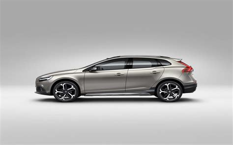 volvo hatchback 1998 2017 volvo v40 cross country images photo 2017 volvo v40