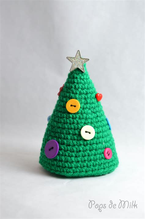 Someone To Decorate My Home For Christmas by Crochet Christmas Tree With Buttons Pops De Milk