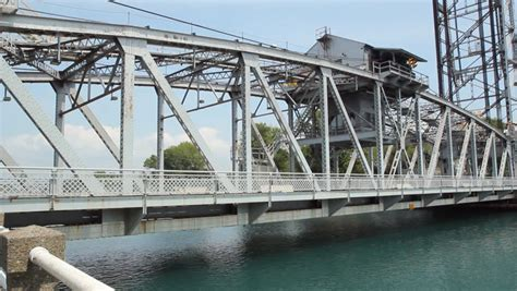 Csudh Mba Bridge Courses by Traffic Across Lift Bridge Traffic Moving Across Vertical