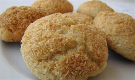 hindistan cevizli rulo pasta tarifi basit pasta kurabiye tarifleri hindistan cevizli kurabiye resimli oktay usta yemek