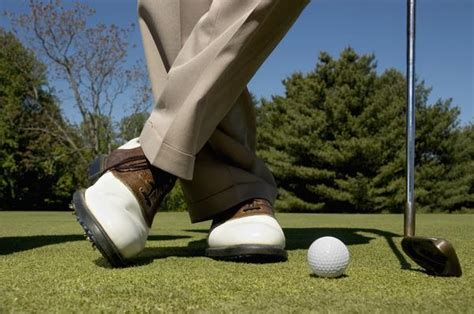 comfort golf course choose perfect golf shoes to step in the golf course with