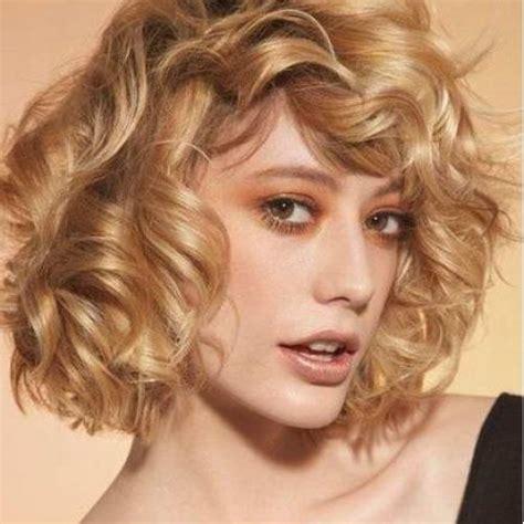 look pelo rizado corto cortes de pelo femeninos tendencias primavera verano 2017