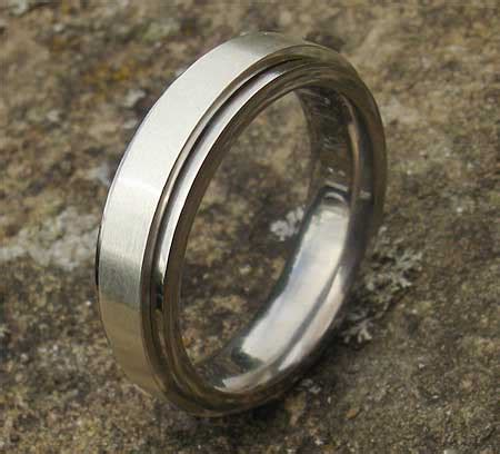 spinning titanium wedding ring love2have in the uk