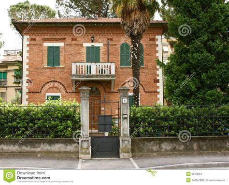 casa italiana casa italiana imagenes de archivo imagen 5670044