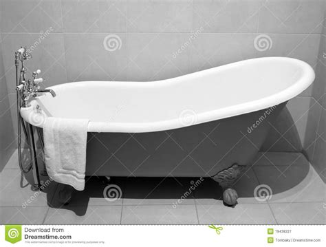 old bathtubs with legs old style bath tub with metal legs royalty free stock photography image 19438227