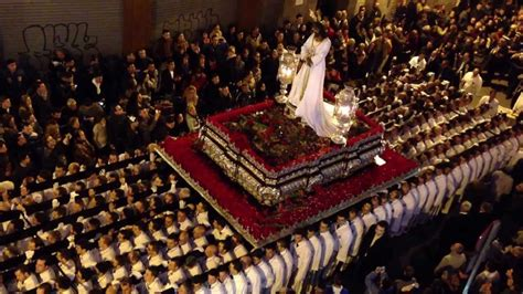 riti con le candele settimana santa di siviglia processioni e candele all alba