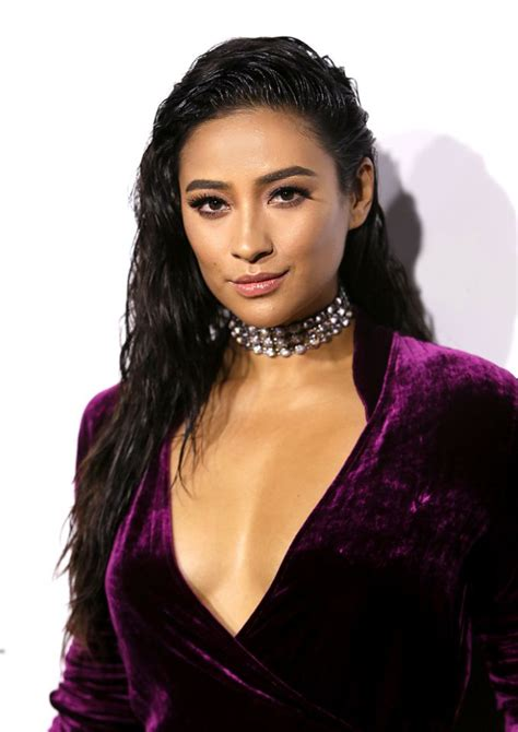 track hair that looks like wet and wavy hair best celebrity beauty looks of the week shay mitchell s
