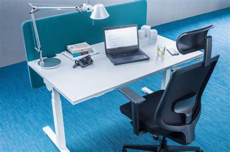 bureau pour travailler debout bureau ergonomique r 233 glable en hauteur pour espace de