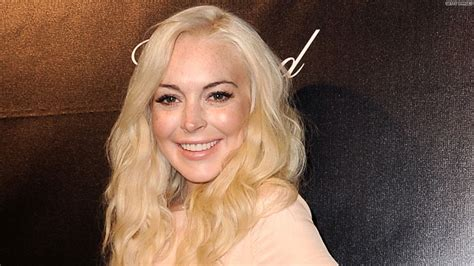 Is Lindsay Lohan Cleaning Up Act by Why Lilo Was Invited To White House Dinner Hlntv