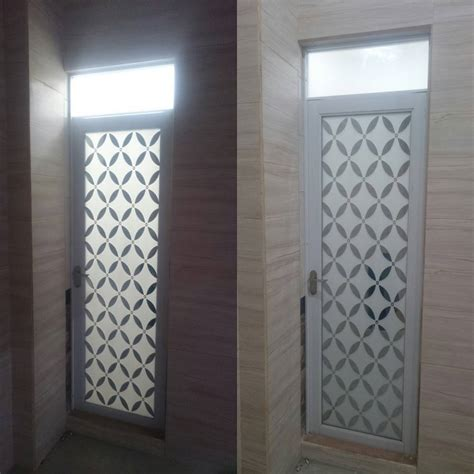 Lemari Kaca Kamar Mandi desain pintu utama dari kayu jati 45 lemari pakaian