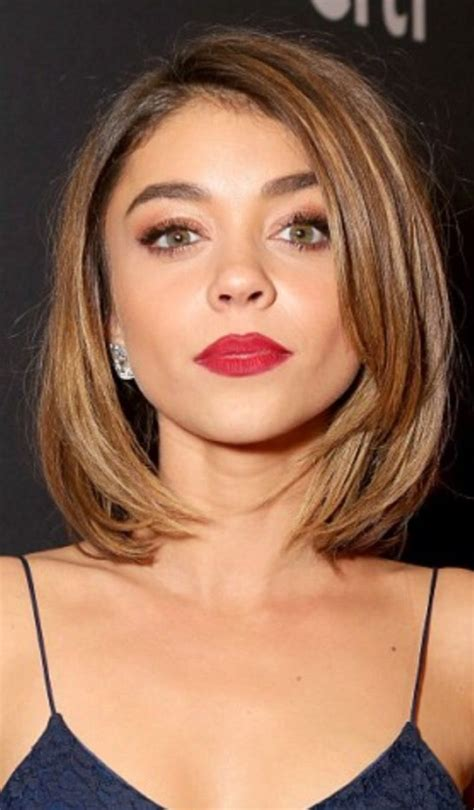 short hair inspiration on pinterest 198 pins sarah hyland red lip navy red carpet look make up